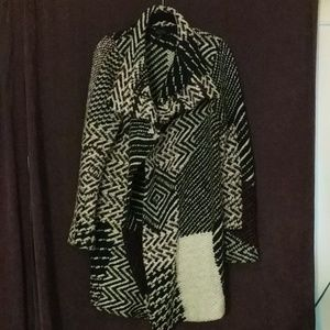 Cozy multi colored woven cardigan with pockets